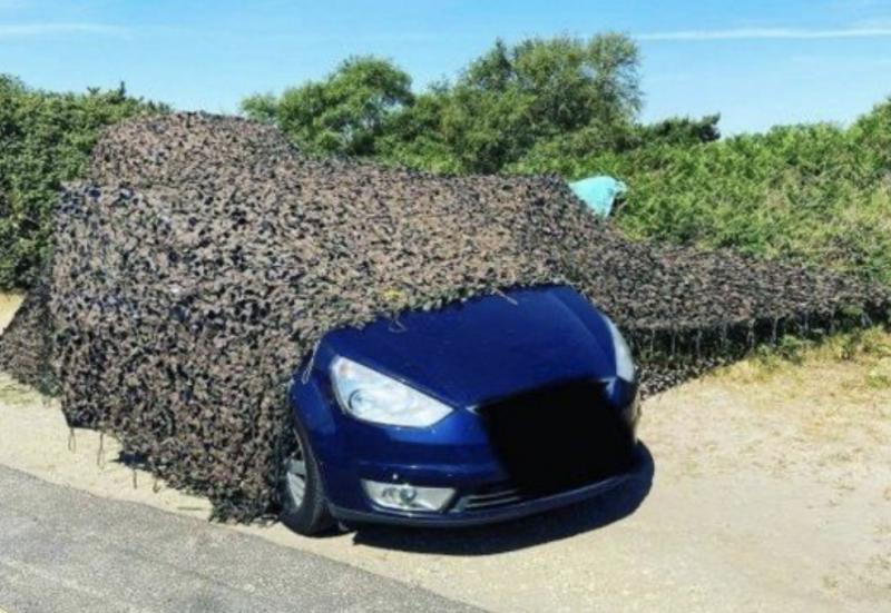 Embora a camuflagem enganasse os policiais, o cheiro, não – Foto: Reprodução
