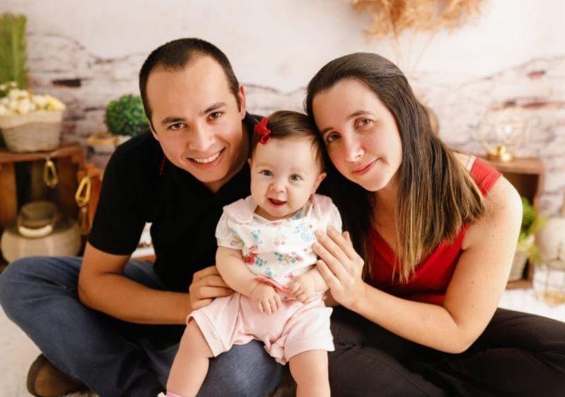 Evandro Rodrigo Batista e Ana Paula Orsi com a filha, Anna Laura, a Laurinha – Foto: Divulgação/ND
