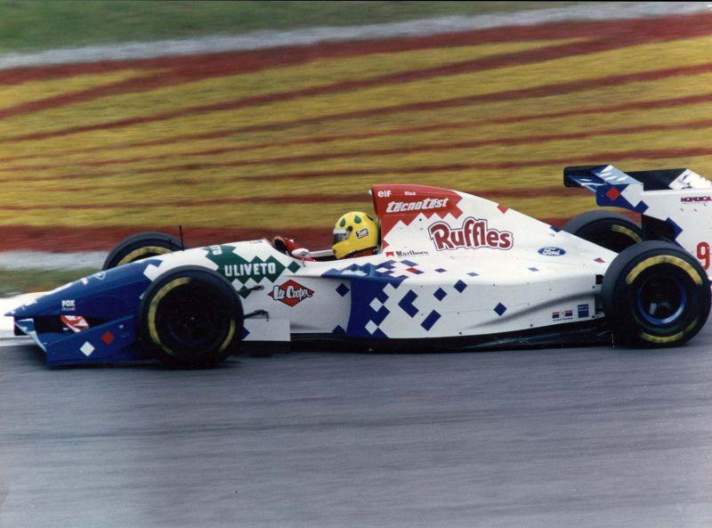 Em 1994, o piloto migrou para a equipe Footwork - Foto: Divulgação/Acervo Pessoal/Garagem 360/ND