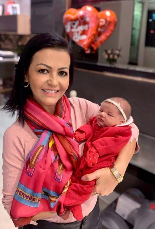 Enfim, Omaia Kassem Najmeddine foi conhecer a primeira neta, Aisha, filha de Bruna Corrêa e Kaled Najmeddine, que nasceu no dia 24 de maio, na Capital – Foto: Divulgação/ND