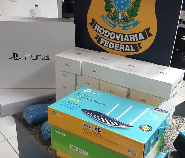 PRF apreende R$ 25 mil em mercadorias contrabandeadas, a grande maioria era de eletrônicos – Foto: Ricardo Alves/ND