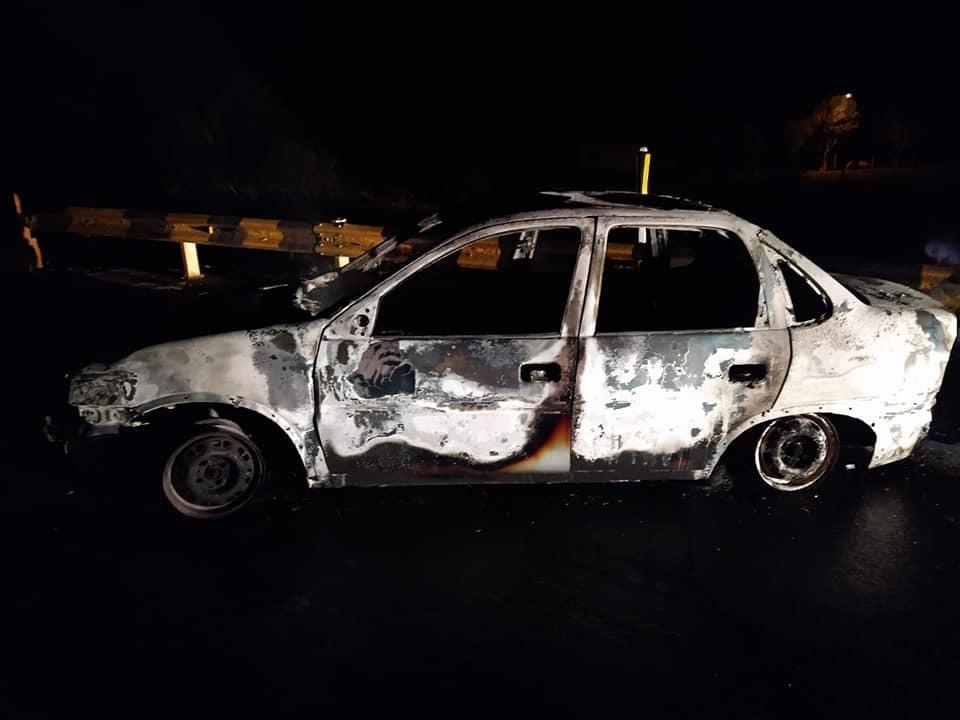 Na sequência, outro veículo foi encontrado também em chamas na ponte que dá acesso ao município de Vargem. - Polícia Militar/ND