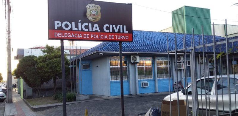 Após a prisão, homem foi levado para a Delegacia de Polícia de Turvo – Foto: Polícia Civil/Divulgação/ND