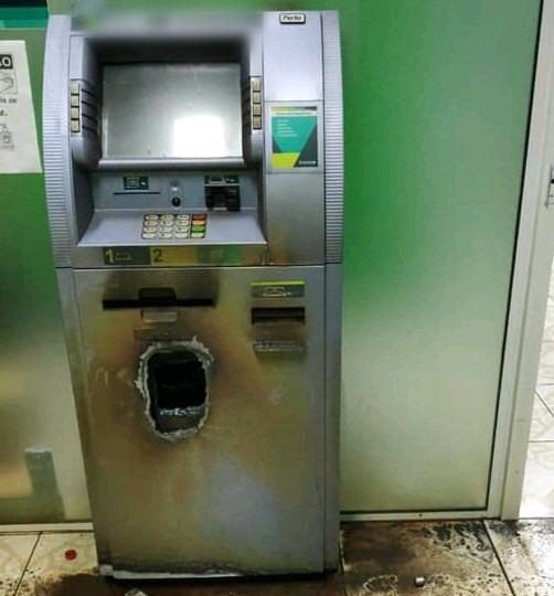 Ladrões utilizaram maçarico para furtar caixa eletrônico – Foto: Reprodução/ND