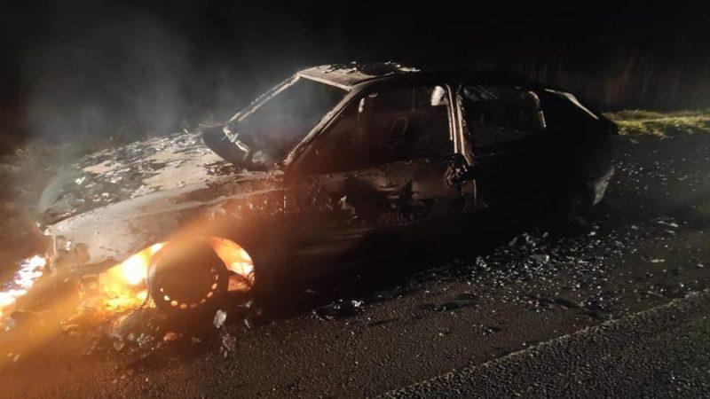 Carros foram queimados na BR-282 – Foto: Reprodução/ND