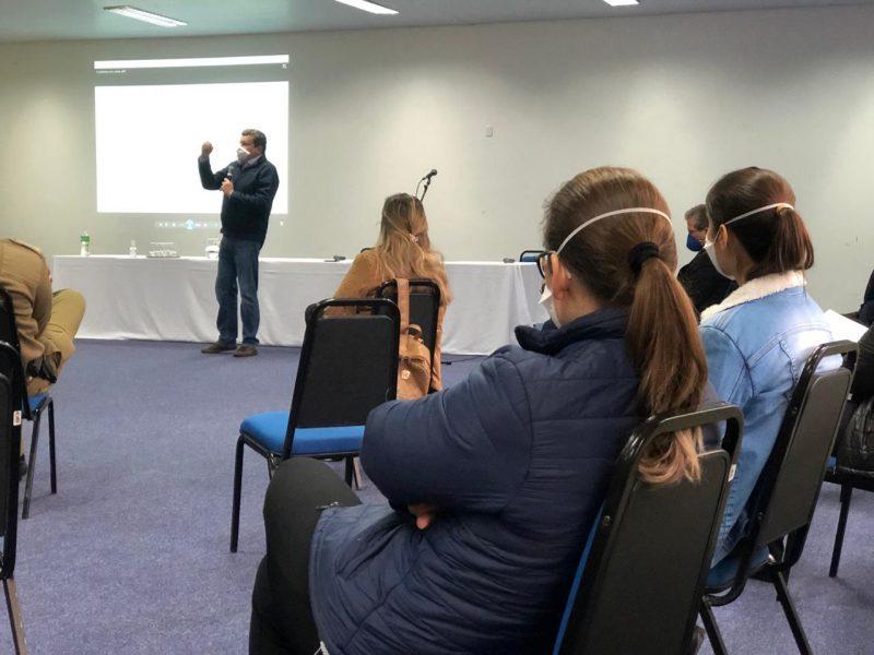 Participantes mantem medidas de prevenção na reunião – Foto: Willian Ricardo/ND