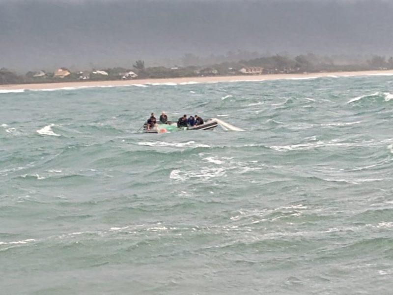 Pescadores seguiam buscando barco que afundou – Foto: Arquivo pessoal/ND