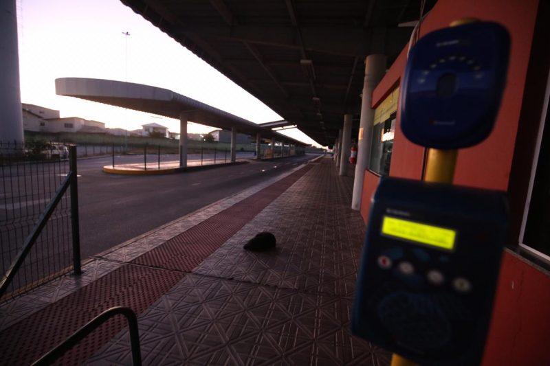Mesmo com a retomada do transporte, o terminal de Palhoça, na Grande Florianópolis, amanheceu fechado. - Anderson Coelho/ND