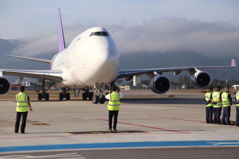 The aircraft landed on Thursday afternoon at the airport terminal - Anderson Coelho / ND