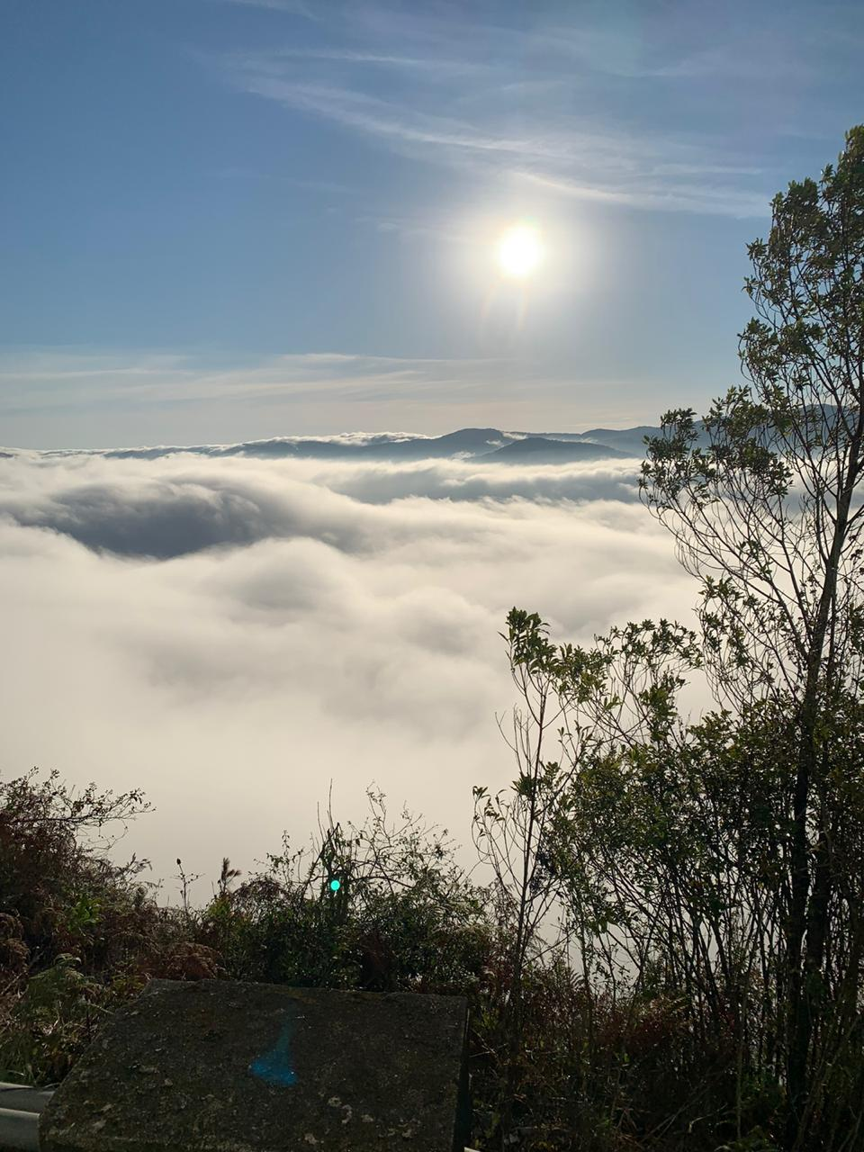 Nevoeiros tomaram conta da paisagem ao amanhecer desta sexta-feira (12). Apesar de ser um fenômeno natural comum nesta época do ano, surpreendeu os espectadores logo pela manhã. - Cristian Wilson/ND