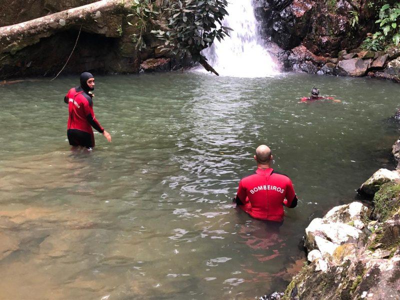 Corpo da vítima foi localizado a quatro metros de profundidade – Foto: CBMSC/Divulgação/ND