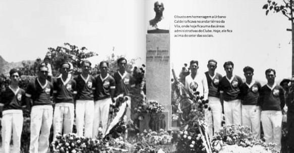 Busto em homenagem à Urbano Caldeira, Hoje fica acima do setor social da Vila Belmiro – Foto: MemorialSantos/ND