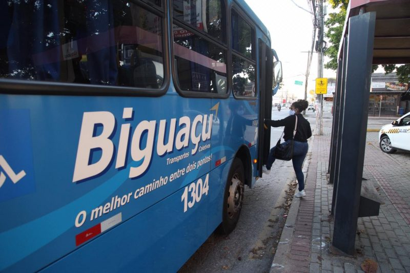 In Biguaçu, most bus stops in the city center were empty.  - Anderson Coelho / ND