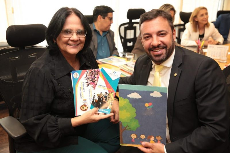 Damares Alves ao lado do deputado federal Daniel Freitas – Foto: Divulgação/ND