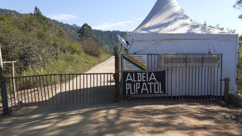 Nos acessos a terra indígena foram montadas barreiras para impedir o contágio da Covid-19 – Foto: Arquivo Pessoal/Ana Patté