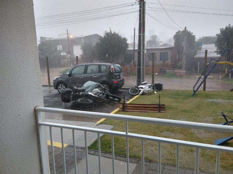 Pinheirinho neighborhood, in Chapecó. Municipality recorded winds of 108 km / h - Reproduction / ND