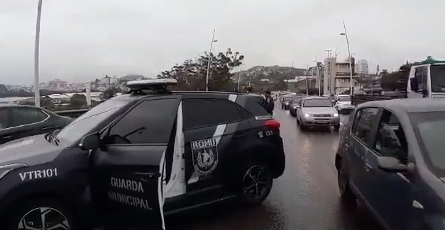 Acidente na ponte Pedro Ivo Campos – Foto: GMF/Divulgação/ND