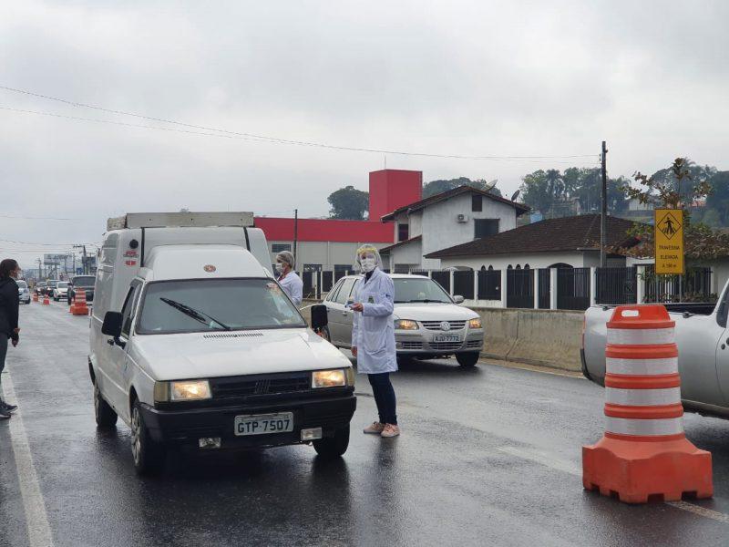 Barreira montada na rodovia Antônio Heil, quilômetro 20 – Foto: PMB/Divulgação/ND