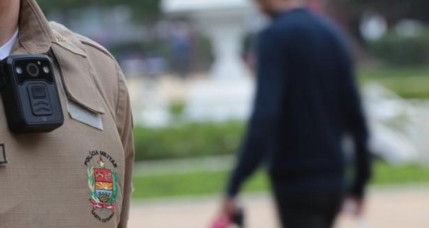 Efeito da Polícia Militar adotou o uso de câmeras individuais para registrar o atendimento de ocorrências – Foto: Mauricio Vieira / Secom