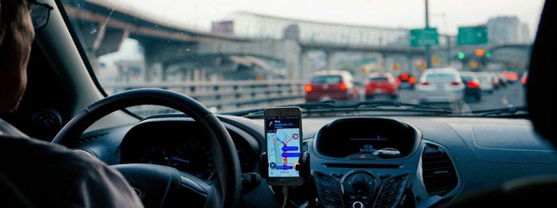 Como pedir um Uber sem ter o app instalado no celular - Photo by Dan Gold on Unsplash