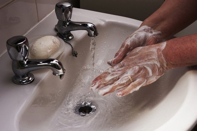 Wash your hands more often: one of the preventive measures against coronavirus is to wash your hands for at least 20 seconds whenever you come back from the street or come into contact with other people. After the virus is no longer a threat, the hygiene ritual does not need to stop being part of everyday life - Pixabay