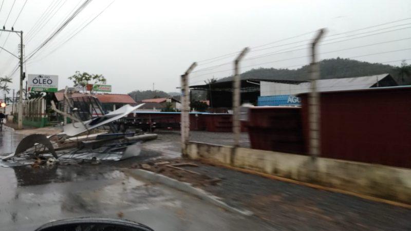 Rajadas de vento foram intensas em Guaramirim, São Francisco do Sul e em todo o Planalto Norte – Foto: Divulgação/Prefeitura de Guaramirim