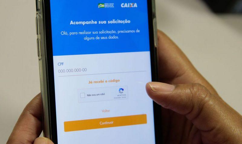 Pessoas que recebem o bolsa família começarão a receber terceira parcela do auxílio emergencial na próxima semana – Foto: Marcello Casal Jr/Agência Brasil
