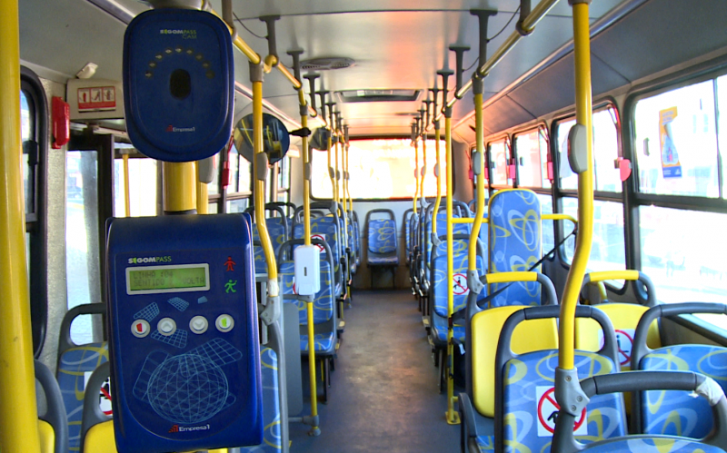 The use of the mask is mandatory inside buses for passengers and drivers.  Alcohol gel was made available inside the vehicle for hand hygiene.  - NDTV / Playback