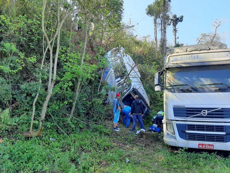 Ônibus caiu em uma ribanceira após ficar sem freio – Foto: Rádio Belos FM/ND