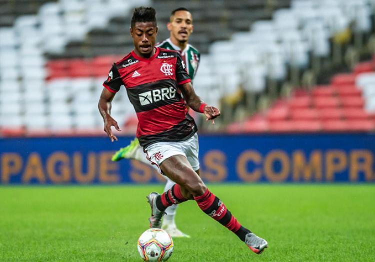 """O salário do atacante Bruno Henrique, do Flamengo, também está em """"outro patamar"""". Após a renovação o atleta recebe cerca de R$ 1 milhão mensal – Foto: Alexandre Vidal/Flamengo"""
