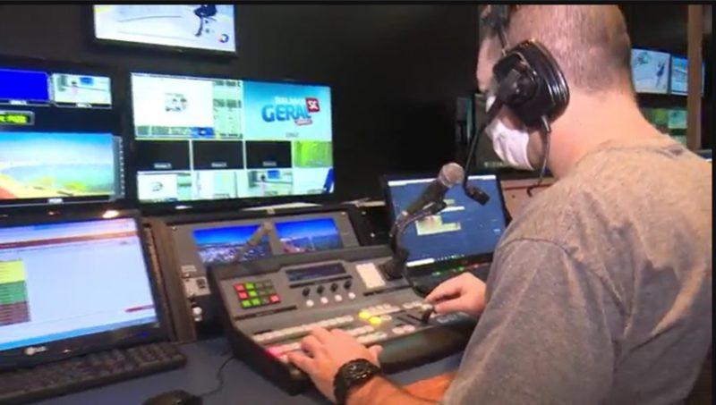 """<span style=""""font-weight: 400;"""">Em 2013, a emissora foi a primeira do interior do Sul do Brasil a produzir, editar e transmitir os programas em alta definição</span>&#8211; Foto: Reprodução imagens de TV"""