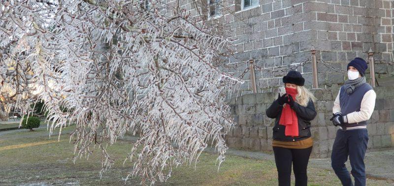 O cenário congelado chamou a atenção de moradores – Foto: Mychel Hudson Legnaghi/Divulgação/ND
