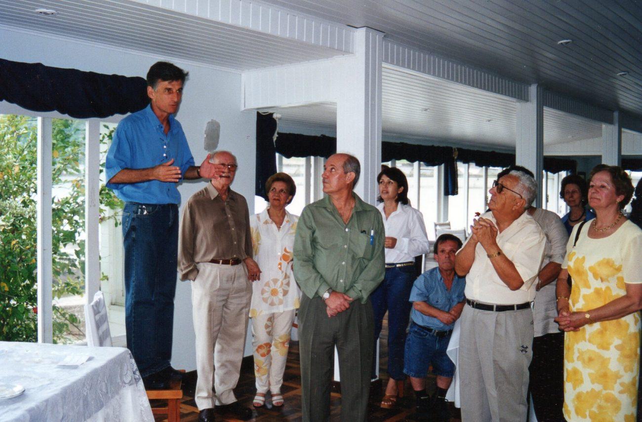 Aos 67 anos, Molléri recebe duas aposentadorias e vive plenitude nas atividades intelectuais, laborais e sociais. - Arquivo pessoal