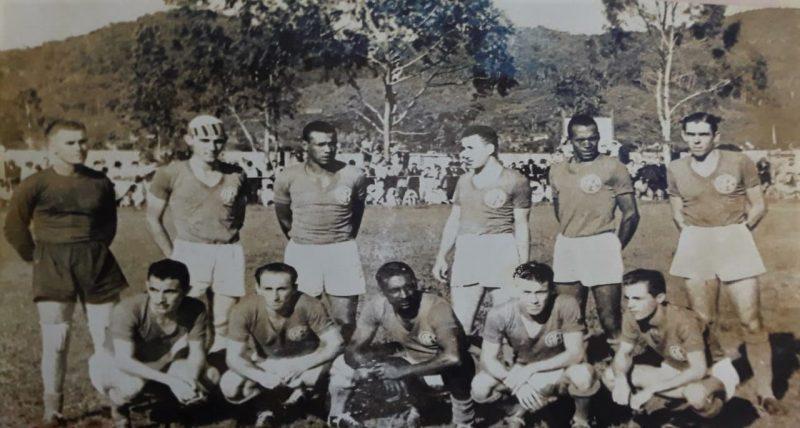 No dia 14 de julho de 1914, ocorreu a fundação do América Futebol Clube na cidade de Joinville por um grupo de entusiastas apaixonados pelo futebol. Cinco vezes campeão estadual (1947, 1948, 1951, 1952 e 1971), em 1976 se uniu ao departamento de futebol do Caxias para fundar o Joinville Esporte Clube. Parabéns, América: 106 anos de uma linda história.O América conta atualmente com um belo clube social com muitas atividades à disposição dos seus sócios. – Foto: Arquivo AFC/Reprodução/ND