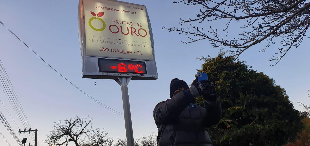 Em São Joaquim, um termômetro de rua registrou -6°C. - Mycchel Legnaghi/Divulgação/ND