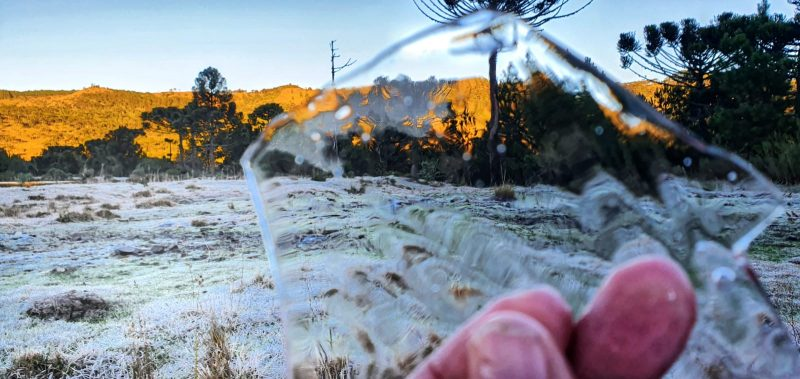 The negative temperature even formed ice stones in the water in São Joaquim - Mycchel Legnaghi / Press Release / ND