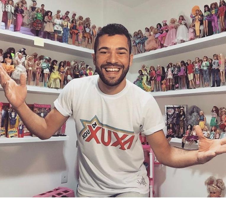 Thiago Bonfanti e parte de sua coleção de Barbies – Foto: Instagram/Divulgação/Reprodução/ND