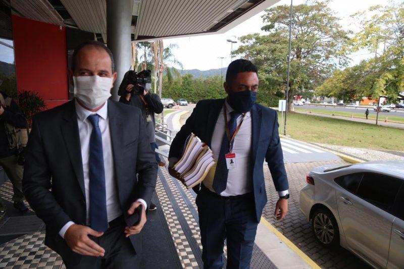 Deputado Laércio Schuster (PSB) e advogado da Alesc, Vinícius Ribeiro – Foto: Anderson Coelho/ND