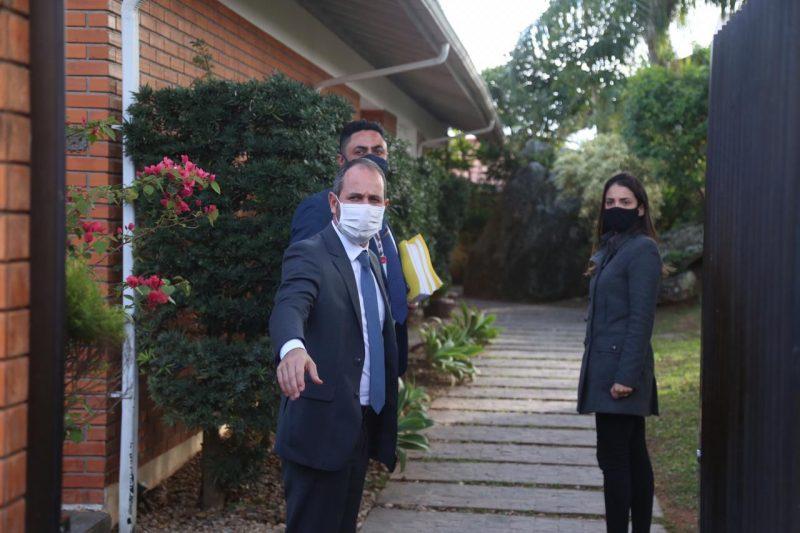 Deputado e advogado chegaram à casa da vice às 15h55 – Foto: Anderson Coelho/ND