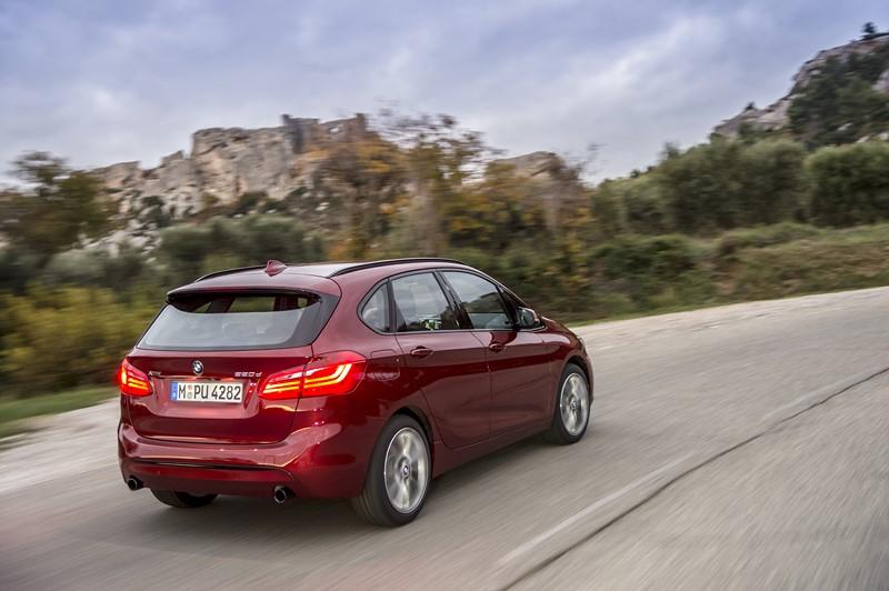 BMW 220i 2.0 2016/2017 - R$ 96.500 - Foto: Divulgação/BMW/Garagem 360/ND