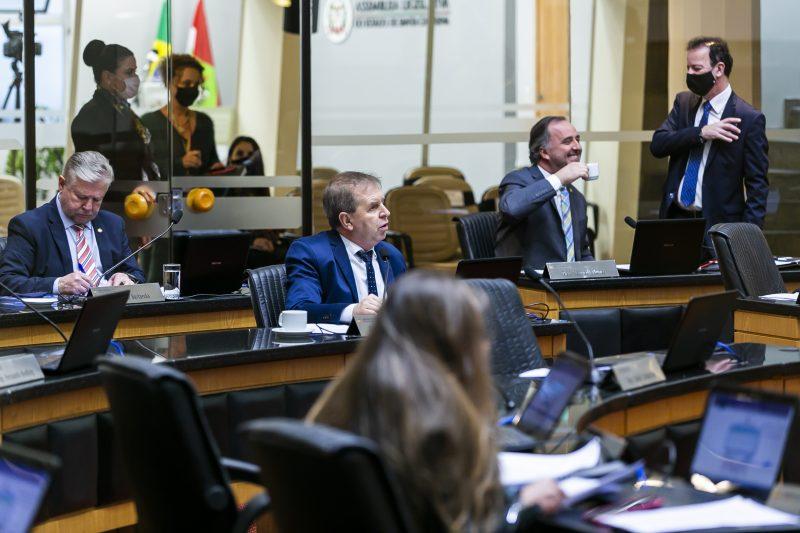 Deputados discutiram a reforma da Previdência e outros assuntos na sessão desta terça-feira. Foto: Fabio Queiroz/AL/ND