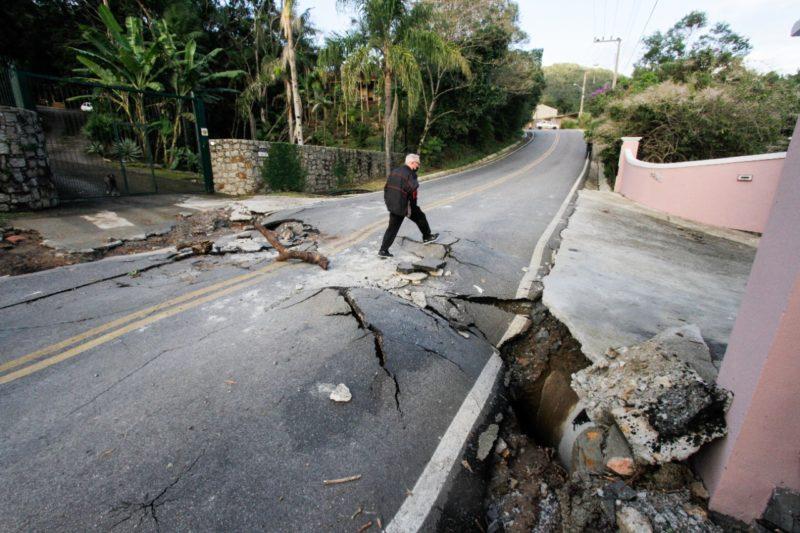 Rodovia na Vargem Grande, um dos bairros de Florianópolis mais afetados após chuvas do final de semana – Foto: Leo Munhoz/ND