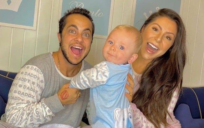 Thammy Miranda e a esposa, Andressa Ferreira, com o filho – Foto: Reprodução/ND