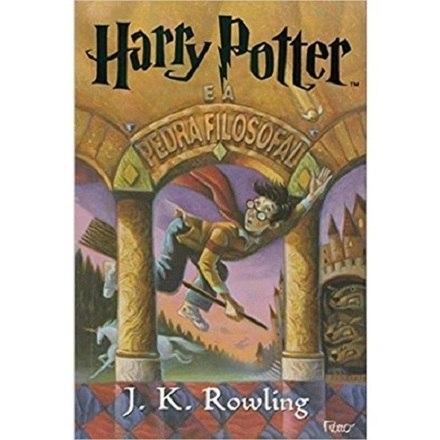 Os livros de J.K. Rowling ganharam imensa popularidade a partir do primeiro romance, Harry Potter e a Pedra Filosofal, em 26 de junho de 1997. São obras de sucesso de crítica e venda em todo o mundo – Foto: Reprodução