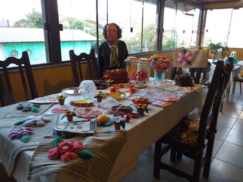Sivonei Godinho encontrou no incentivo do programa a motivação para produzir artesanato em casa – Divulgação/ND