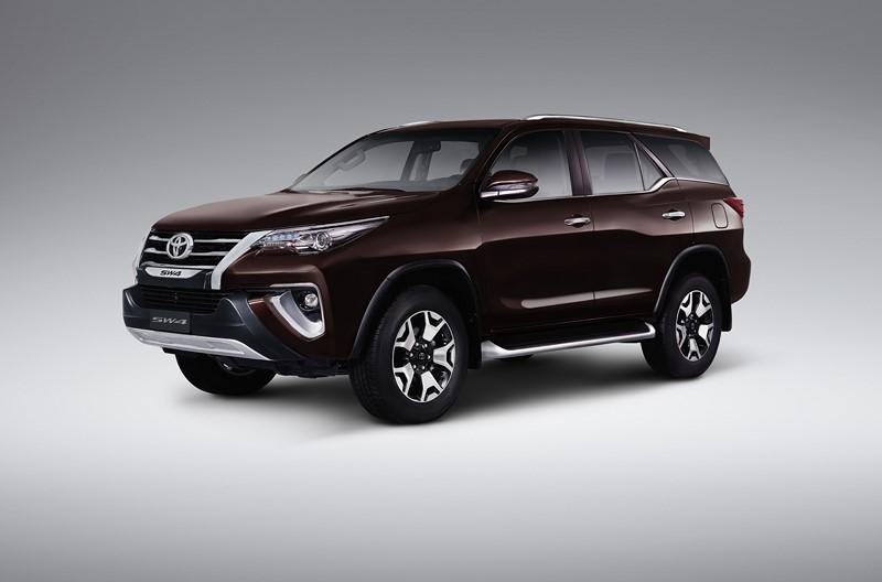 Toyota Hilux SW4: consumo 2.7 AT6 (cidade/estrada): etanol (4,9/5,9) km/l; gasolina (7,1/11,7) km/l – consumo 2.8 turbodiesel AT6 diesel (9/10,5) km/l - Foto: Divulgação/Toyota/Garagem 360/ND
