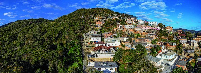 Maciço do Morro da Cruz, em Florianópolis, é uma área de ocupação – Foto: Anderson Coelho/ND
