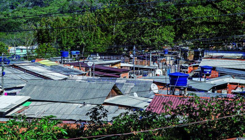 Favela da Lajota, no Norte da Ilha de SC – Foto: Anderson Coelho/Arquivo/ND