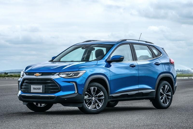Chevrolet Tracker: consumo 1.0 turbo AT6 (cidade/estrada): etanol (8,2/9,6) km/l; gasolina (11,9/13,7) km/l – consumo 1.2 turbo AT6 (cidade/estrada): etanol (7,7/9,4) km/l; gasolina (11,2/13,5) km/l - Foto: Divulgação/Chevrolet/Garagem 360/ND