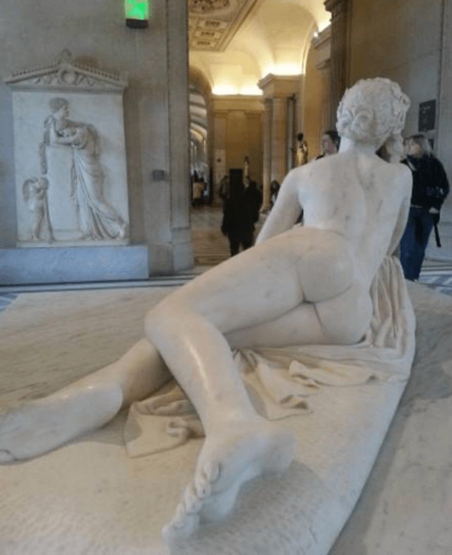 O Louvre, de Paris entra com Afrodite. Não tá fácil! - Reprodução Twitter
